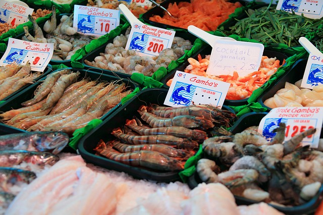 la poissonnerie French translation of fish counter