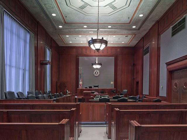 courtroom, English translation of the-court-room